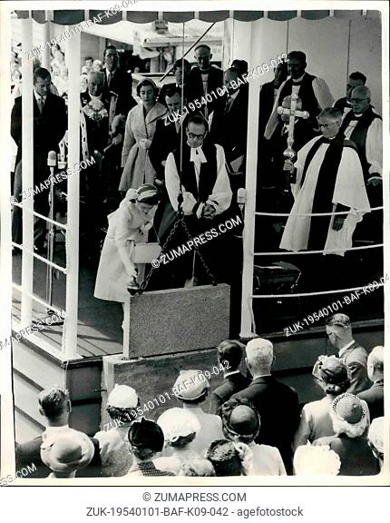 Jan. 01, 1954 - ROYAL TOUR OF NEW ZEALAND QUEEN LAYS FOUNDATION STONE AT WELLINGTON CATVEDRAL. The climax of the big even, in Wellington (Jan