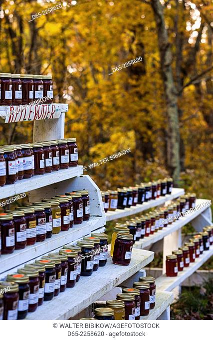 USA, North Carolina, Linville, outdoor jam and jelly stand by the Blue Ridge Parkway