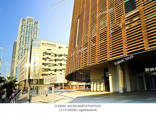 Hotel Arts Barcelona, Torre Mapfre, Pullman Hotel and Biomedical Research Building by Manel Brullet and Albert Pineda. Barcelona, Catalonia, Spain