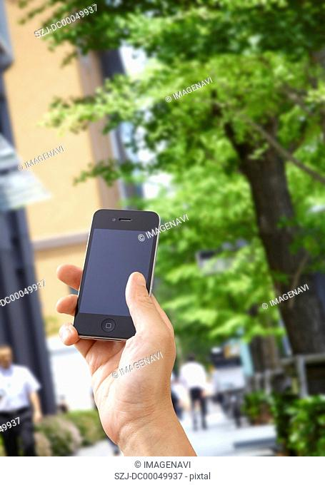 Marunouchi business district and a smartphone