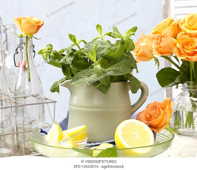 Mini in a jug with lemons and roses