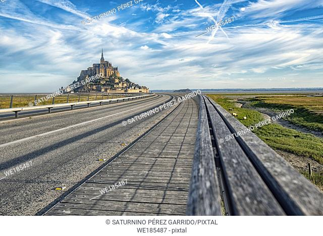 Road that guides us access to Mount Saint Michel with its Abbey
