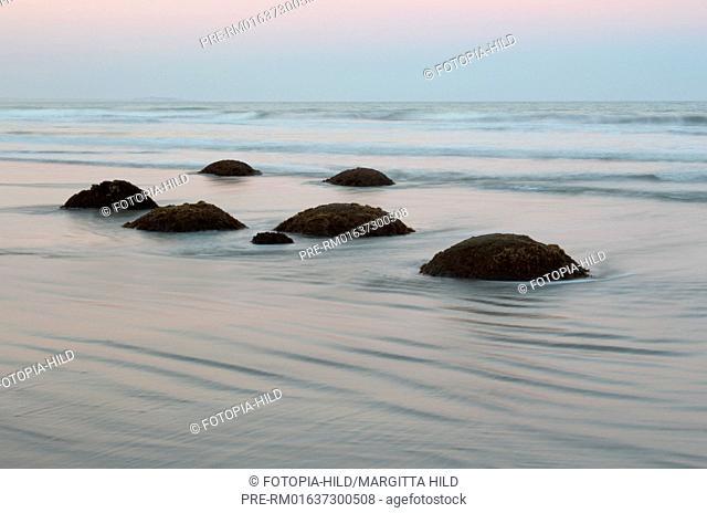 Moeraki Boulders, Koekohe Beach, Otago, South Island, New Zealand / Moeraki Boulders, Koekohe Beach, Otago, Südinsel, Neuseeland