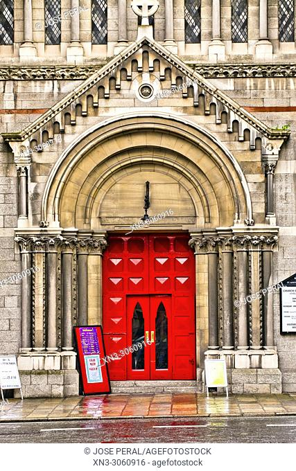Red door of St. Ann's Church, Dawson Street, Dublin city, province of Leinster, Ireland, Europe