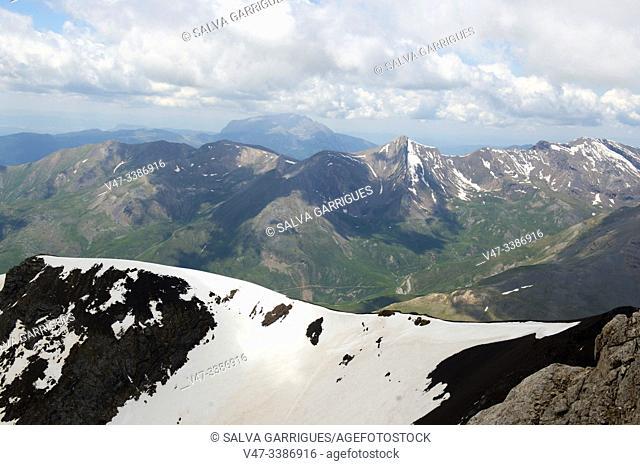 Passage of the peak of Vallibierna, Huesca, Aragon, Spain