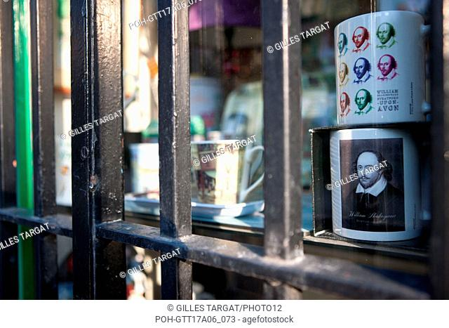 Paris, Latin Quarter, rue Saint Julien le Pauvre, detail shop, mug shakespeare, behind, Photo Gilles Targat