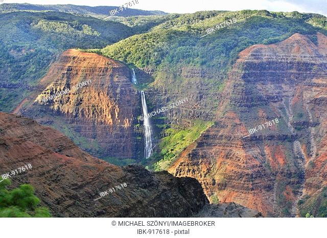 Waipo'o Falls from the steep cliffs of the Waimea Canyon, Kaua'i Island, Hawaii, USA