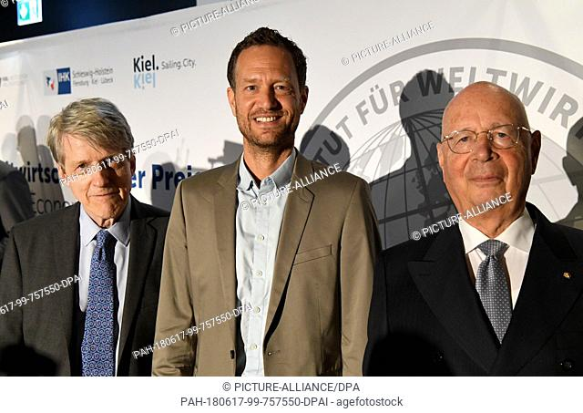 17 June 2018, Germany, Kiel: The winners of the Global Economy Prize (left to right), American Robert Shiller, Economist and Nobel laureate, Dutch Bas van Abel