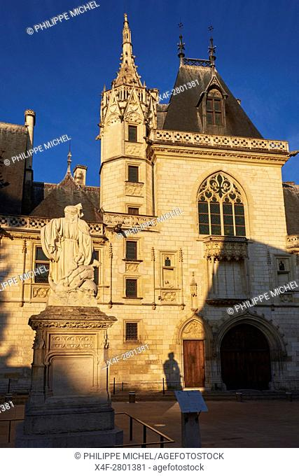 France, Cher (18), Bourges, Jaques Coeur Palace, statue of Jacques Coeur