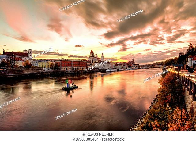 View over the Danube, Passau, old town, evening mood, Lower Bavaria, Bavaria, Germany, Europe