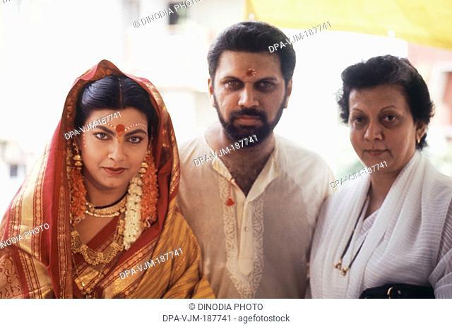 1990, Portrait of Indian film actress Kim Katkar with husband Shantanu Sheorey