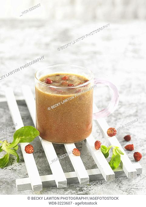 batido de fresas con soja y menta / Strawberry smoothie with soy and mint