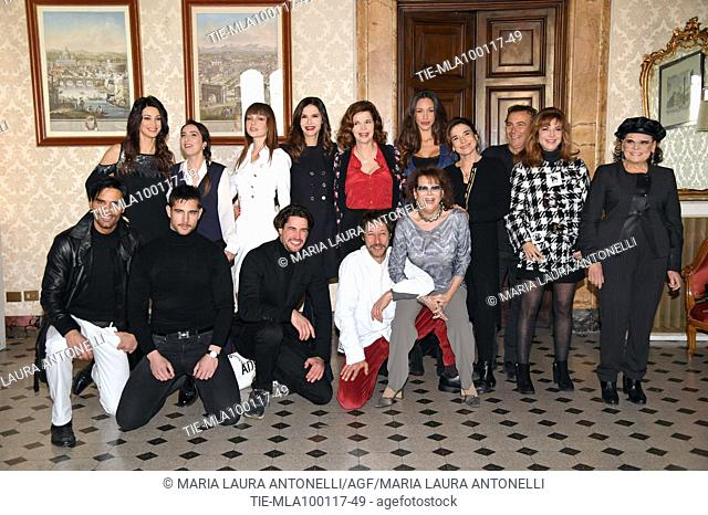 The cast with Manuela Arcuri, Anna Ferraioli Ravel, Adua Del Vesco, Alessandra Martines, Anna Galiena, Delia Duran, Lina Sastri, Paolo Sassanelli