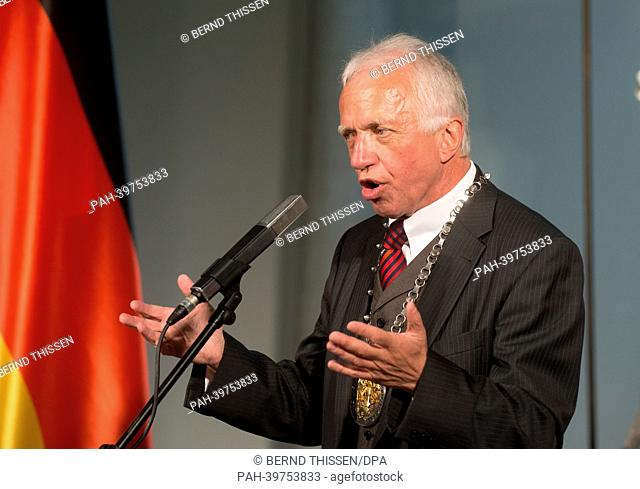 Mayor ofKleve Theodor Brauer talks during the first German-DutchCabinet Meeting at the Kurhaus Museum in Kleve, Germany, 23 May 2013