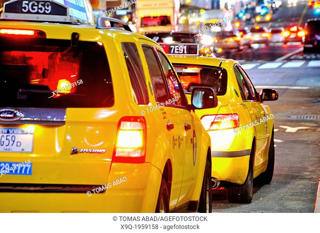 Yellow taxi cabs, Mass transit, adjacent to Grand Central Terminal, Park Avenue, Vanderbilt Avenue, Manhattan, Midtown, New York City, USA