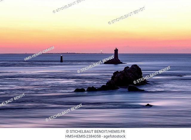 France, Finistere, Iroise sea, Cap Sizun, Plogoff, Pointe du Raz and la Vieille lighthouse at sunset