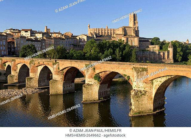 France, Tarn, Albi, the episcopal city, listed as World Heritage by UNESCO, Sainte Cecile cathedral, the old bridge and Tarn river