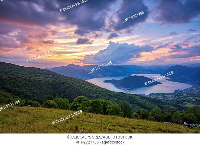 iseo lake from predore cross, bronzone mountain, italy, Foto