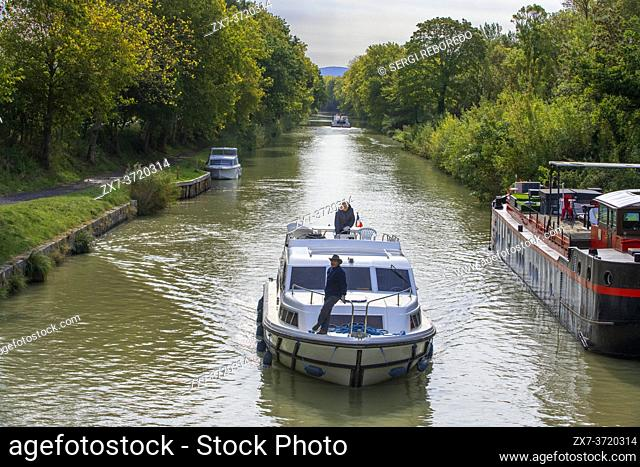 The Canal du Midi, near Carcassonne, French department of Aude, Occitanie Region, Languedoc-Rousillon France. Boats moored on the tree lined canal
