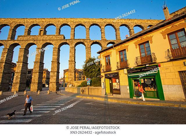 Roman Aqueduct, Artilleria Square, Segovia, Castilla León, Castile and León, Spain, Europe