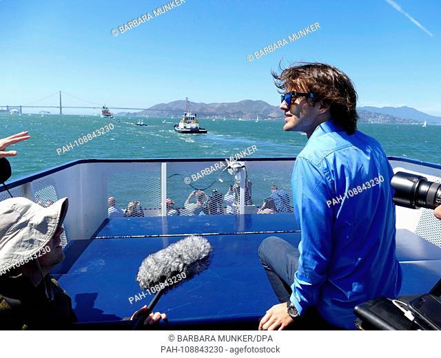 """08.09.2018, USA, San Francisco: Dutchman Boyan Slat, founder of the """"""""Ocean Cleanup"""""""" initiative, is on the press boat. In the Bay of San Francisco"""