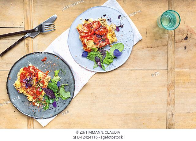Low-carb cauliflower pizza with tomatoes
