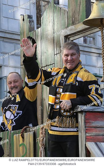 Central Park West, New York, USA, November 23 2017 - Brian Trottier and Ray Bourque attends the 91st Annual Macy's Thanksgiving Day Parade today in New York...