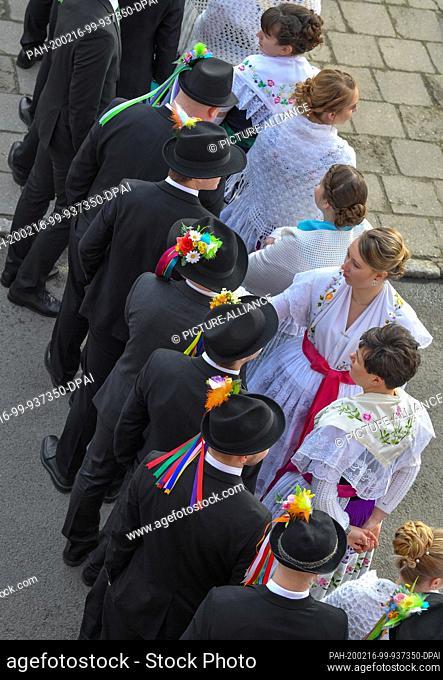 15 February 2020, Brandenburg, Neu Zauche: Couples in original Sorbian-Wendish festive costumes take part in the traditional Zapust, the carnival