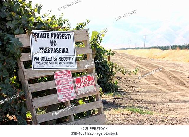 USA, California, Kern county, Signs in front of vineyard