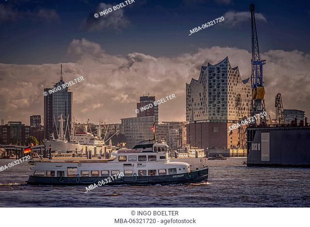 Germany, Hamburg, Elbe, harbor, St. Pauli, Am Fischmarkt, view to Elbphilharmonie