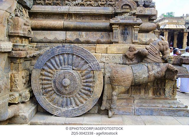 Carved stone chariot on the outer wall of Airavatesvara Temple, Darasuram, near Kumbakonam, Tamil Nadu, India. Hindu Shiva temple of Tamil architecture