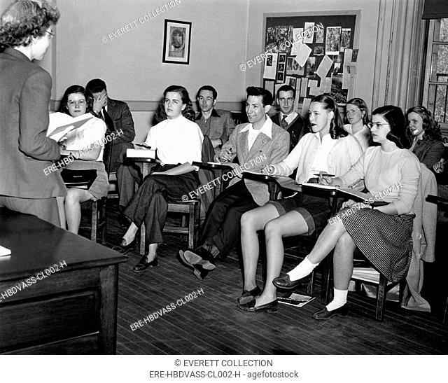 VASSAR COLLEGE, English instructor, Susan Turner, lectures her first co-ed class at Vassar. 4/23/46 - CPL Archives/Everett Collection