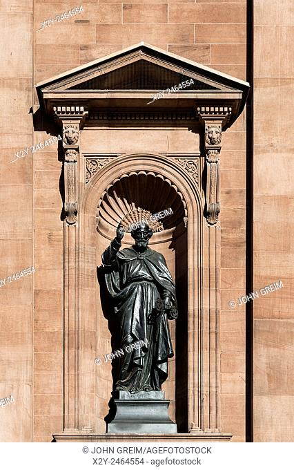 Saint Peter statue at the Cathedral Basilica of SS. Peter and Paul, Philadelphia, Pennsylvania, USA