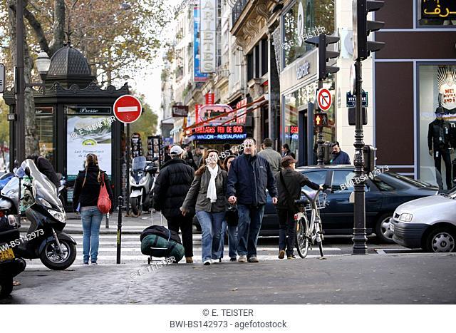 pedestrians on Boulevard Montmartre, France, Paris