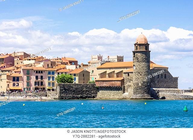 Views of the old town and the bell tower and Church of Notre Dame des Anges, Collioure, Côte Vermeille, Céret, Pyrénées-Orientales, Occitanie, France