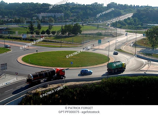 TRAFFIC CIRCLE AT A ROAD JUNCTION NEAR VALENCE, DROME 26, FRANCE
