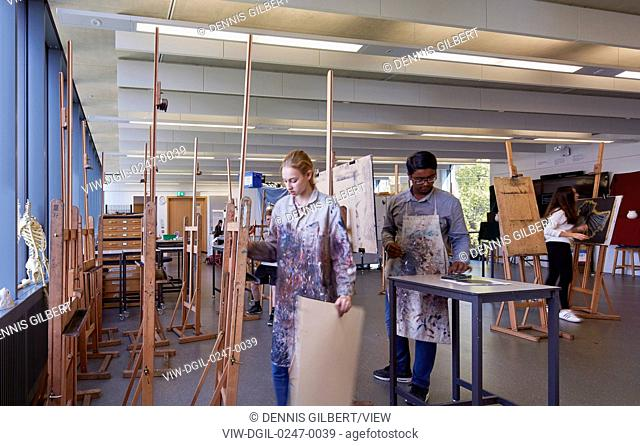 Painting class. American School in London, London, United Kingdom. Architect: Walters and Cohen Ltd, 2016