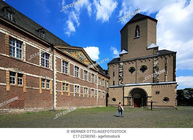 Germany, Moenchengladbach, Niers, Lower Rhine, Rhineland, North Rhine-Westphalia, NRW, City Hall Abtei in monastery building left and Western Tower of the Saint...