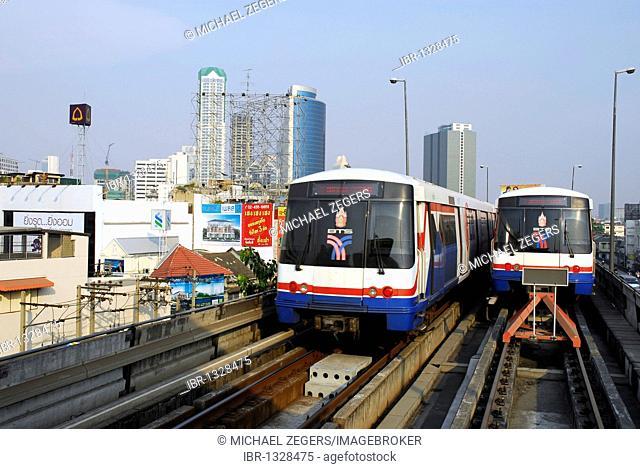 Transportation by Sky Train, Skytrain Station Saphan Taksin, Bangrak, Bang Rak district, Bangkok, Krung Thep, Thailand, Asia