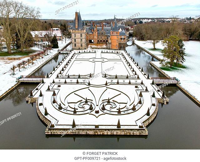 PARK AND GARDEN OF THE CHATEAU DE MAINTENON IN THE SNOW, EURE-ET-LOIR (28), FRANCE