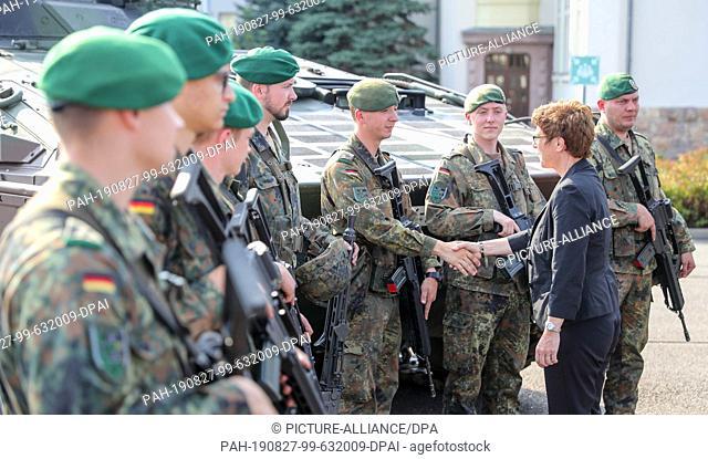 27 August 2019, Saxony, Frankenberg: Federal Defence Minister Annegret Kramp-Karrenbauer (CDU, r) welcomes soldiers to the Wettin barracks