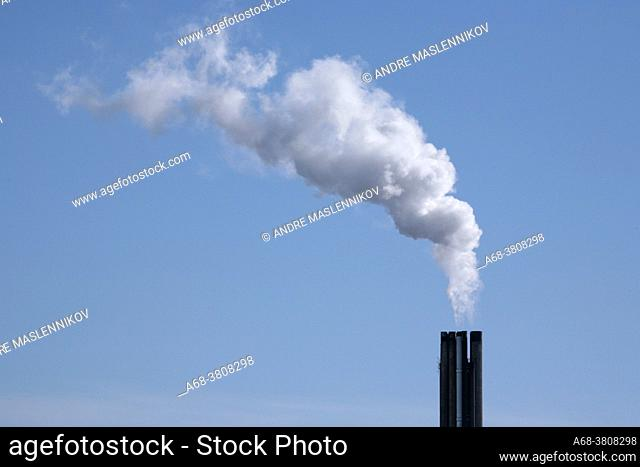 The chimney at the district heating plant in Uppsala releases a smoke plume that mostly consists of water vapor, thanks to efficient exhaust gas purification