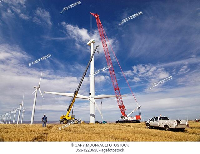 Manitowoc 16000 crawler crane and Grove rough terrain crane being used together to lift wind turbine rotor into position during maintenance work