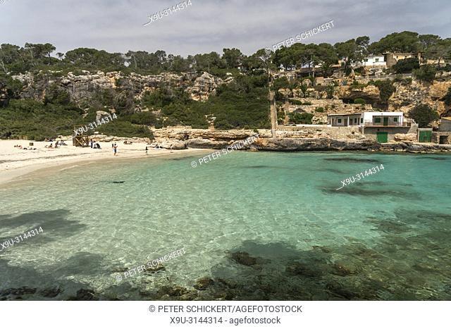 Fischerhütten an der Küste, Cala Llombards bei Santanyí, Mallorca, Balearen, Spanien, Europa | Fishing cabins on the coast, Cala Llombards near Santanyí