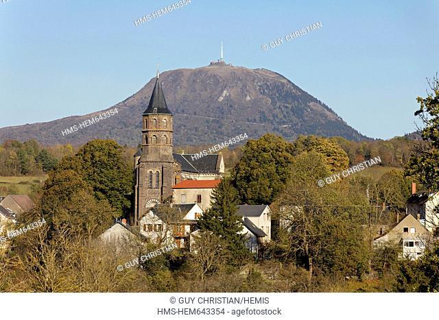 France, Puy de Dome, Parc Naturel Regional des Volcans d'Auvergne Auvergne volcanoes natural regional park, Olby and the Puy de Dome