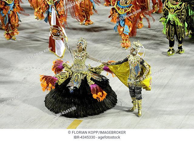 Samba dancers, Flag bearer, Porta Bandeira e Mestre Sala, parade of the samba school Estacio de Sá, Carnival 2016 in the Sambodromo, Rio de Janeiro, Brazil