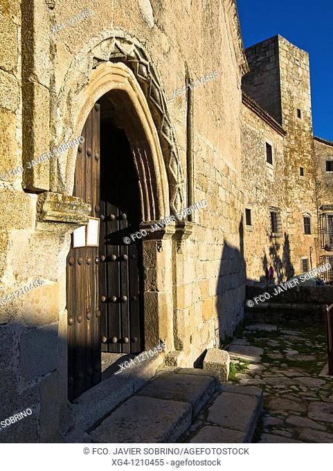 Main door of the Church of Santiago and alcazar of Luis de Chaves el Viejo, Trujillo, Cáceres province, Extremadura, Spain