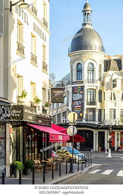 France, Île-de-France, Paris. Rue des Acacias cross Avenue des Ternes
