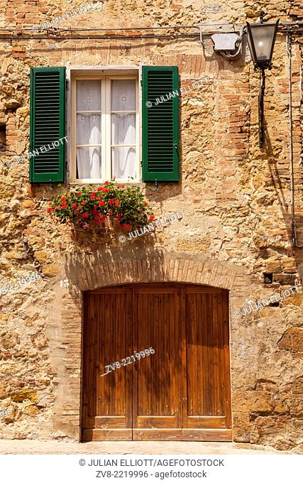 An old house in Pienza, Tuscany. The town was declared a World Heritage Site by UNESCO in 1996. It lies within the Val d'Orcia which has also been designated a...