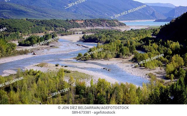 Mediano reservoir, where rivers Ara and Cinca meet. Ainsa. Aragon. Spain